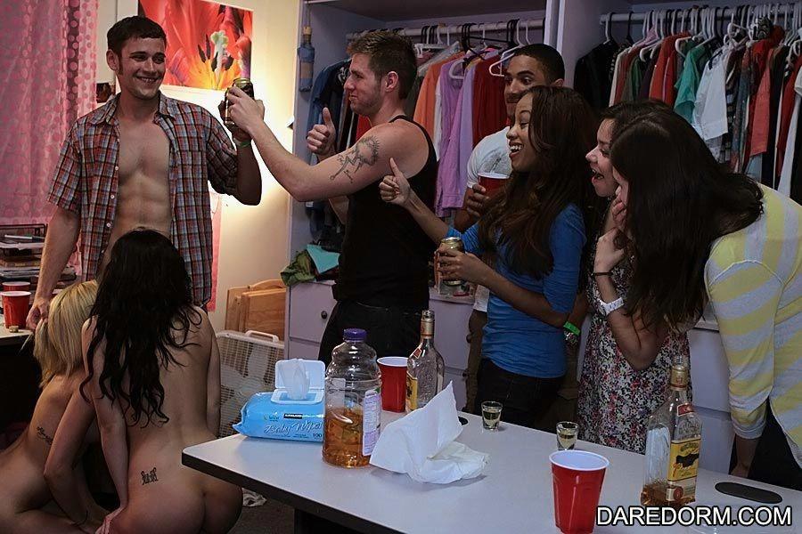 Пьяненькие американские студентки