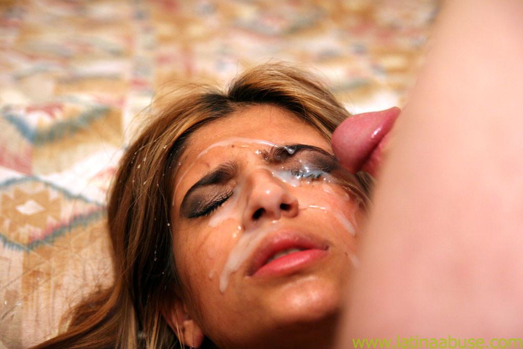 Поимел женщину в рот и обкончал ей лицо