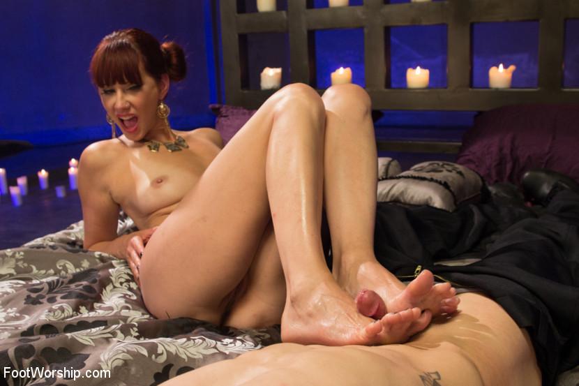 Maitresse Madeline, Casey More - Дрочит ножками (футджоб) - Галерея № 3344229