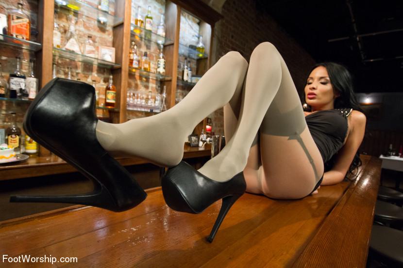 Элегантные ножки красивой Anissa Kate