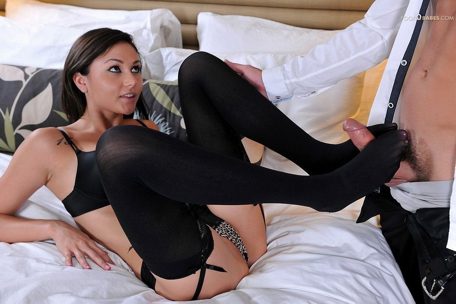 Ariana Marie - Дрочит ножками (футджоб) - Галерея № 3481908
