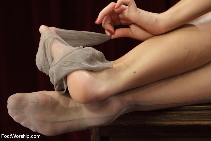 Lorelei Lee, Gia Dimarco, Sebastian Keys, Chanel Preston - Дрочит ножками (футджоб) - Галерея № 3393781