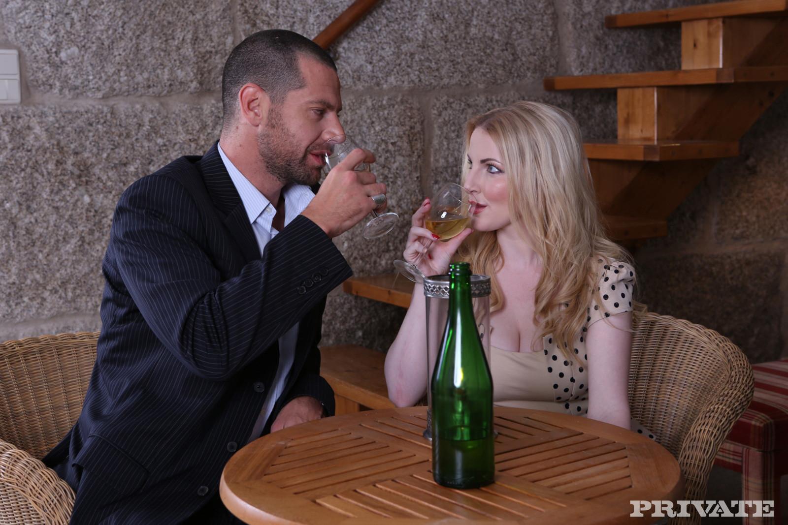 Бледная француженка перепихнулась с богатым мужчиной