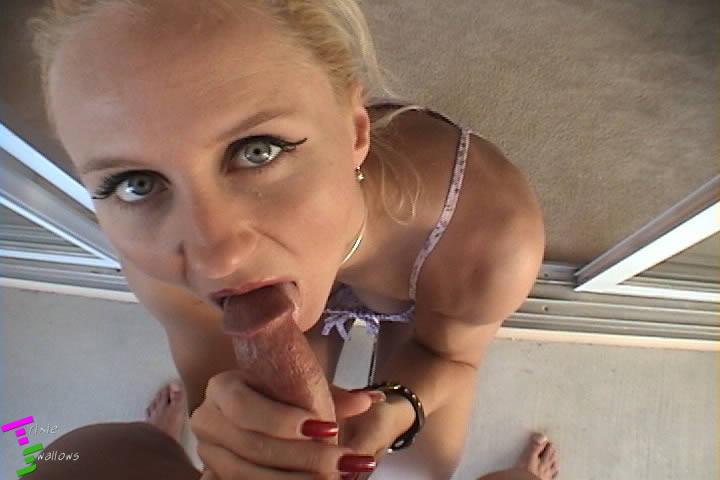 Спортивная зрелая блондинка взяла в рот