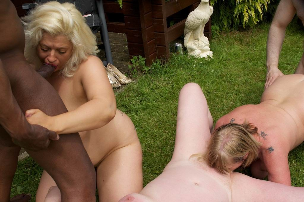 Outdoor sex granny — photo 11