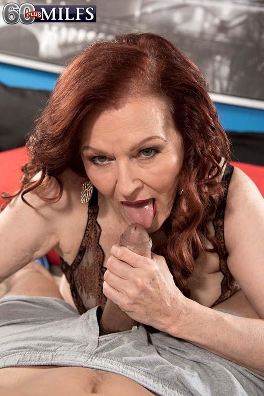 Пожилая рыжуха Katherine Merlot занимается сексом