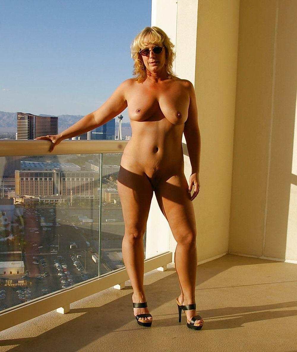 Milfs In Heels Sex Pics, Hot Naked Moms Photos