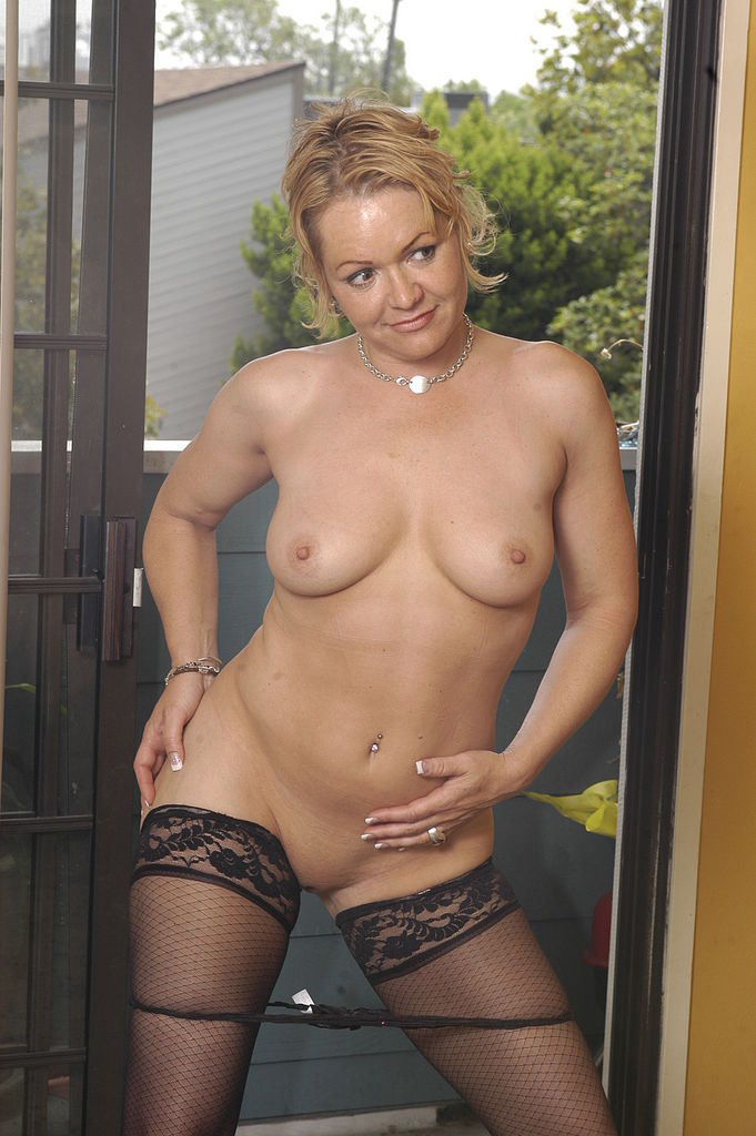 Busty Milf Kelly Madison Posing In A Hotel Suite