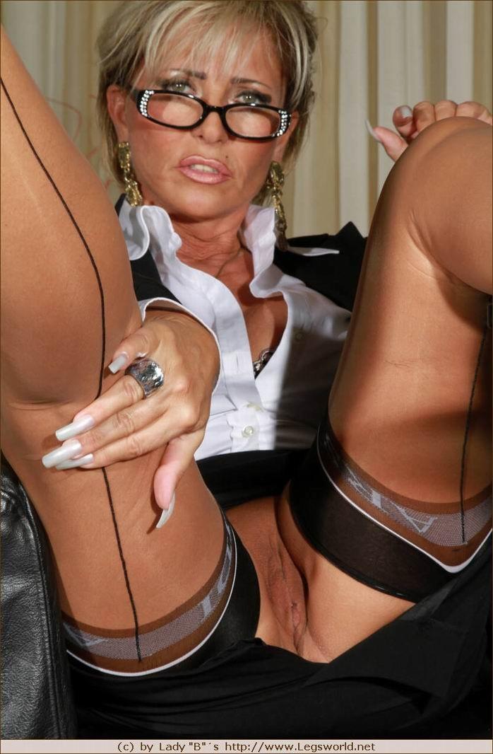 Stunning Milf Barbara Bieber Gets Gangbanged German Goo Girls