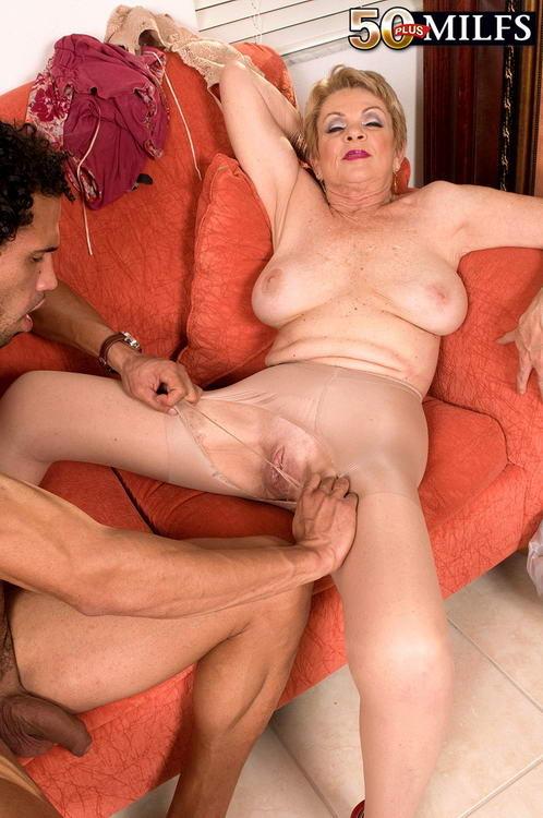 Strapon lesbian milf video