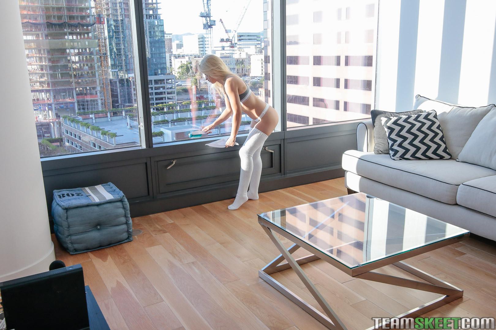 Блондинка Goldie Rush перепихнулась в гостинице