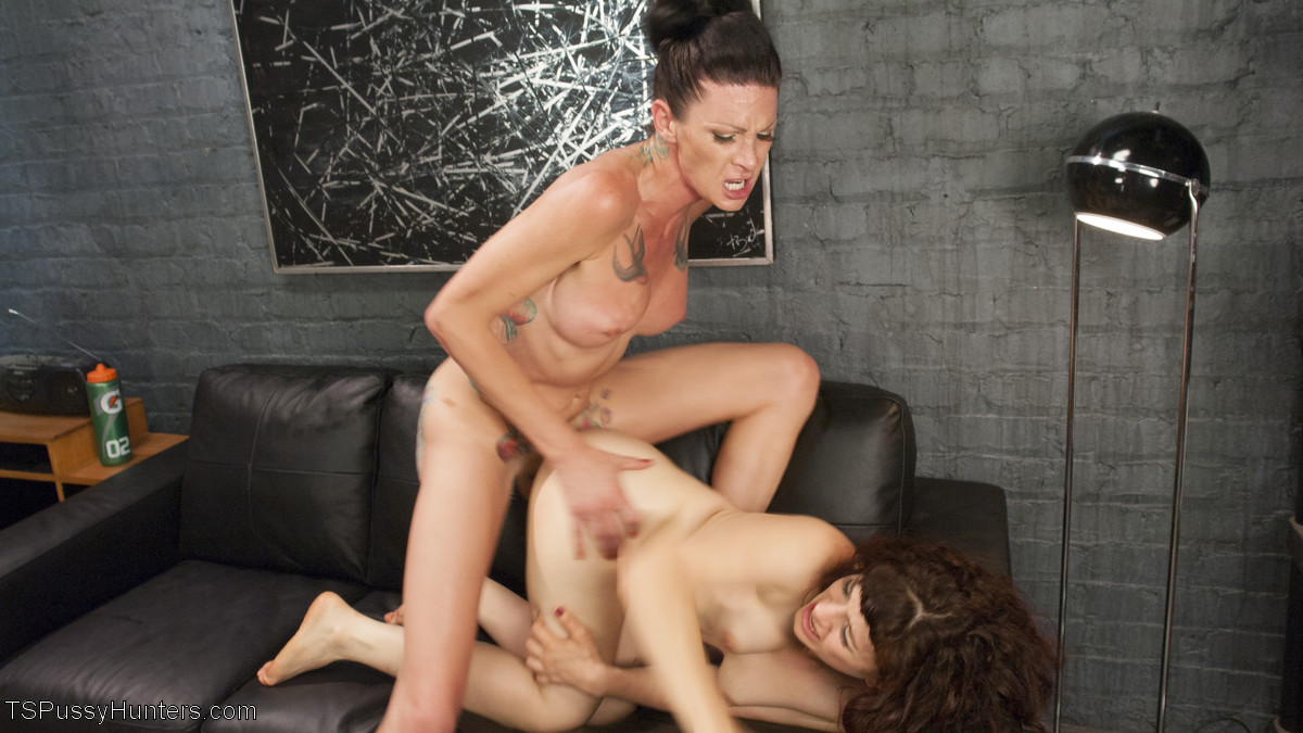 Ingrid Mouth, Morgan Bailey - В спортзале - Галерея № 3494944