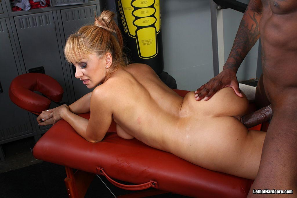 Lea Lexis In Sexy Stockings Gets Pounded