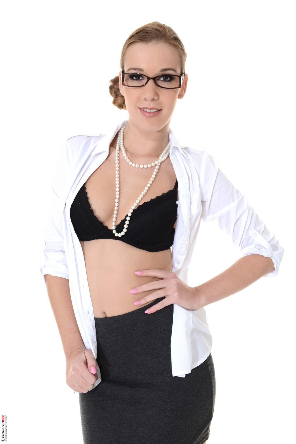 Alexis Crystal - На каблуках - Галерея № 3412138