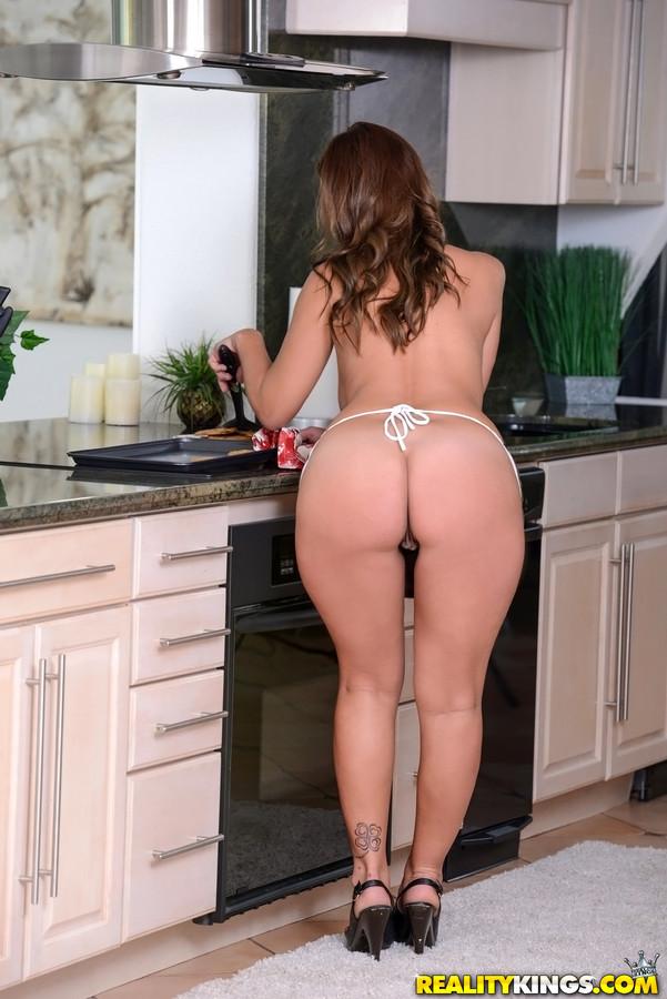 Skyler - На кухне - Галерея № 3484306
