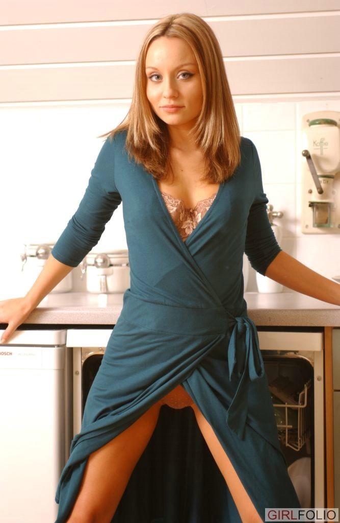 Carla Brown - На кухне - Галерея № 3516286