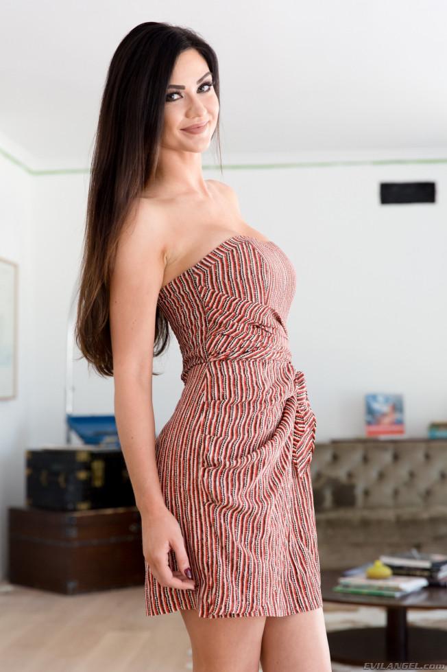Kendall Karson - В гостинице - Галерея № 3484713