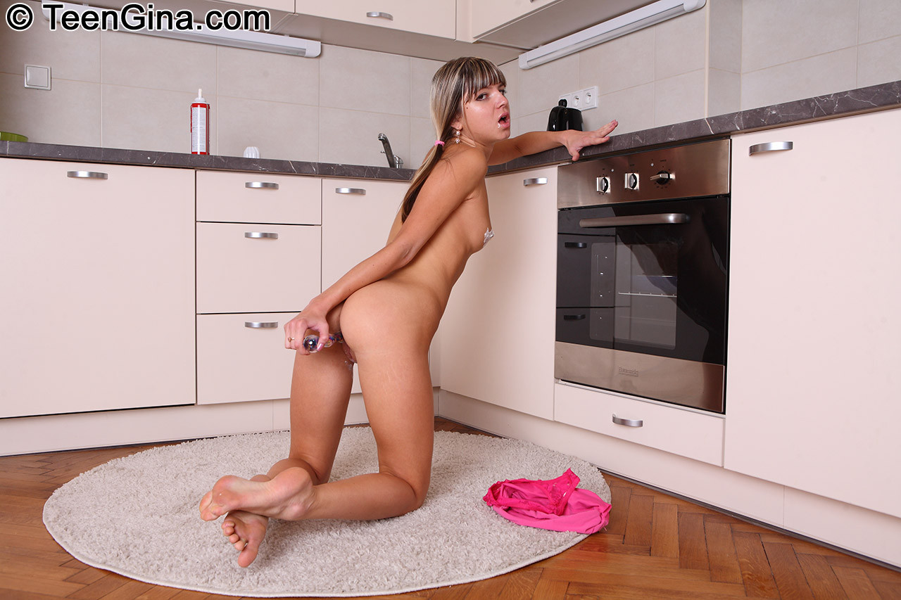 Gina Gerson - На кухне - Галерея № 3411430