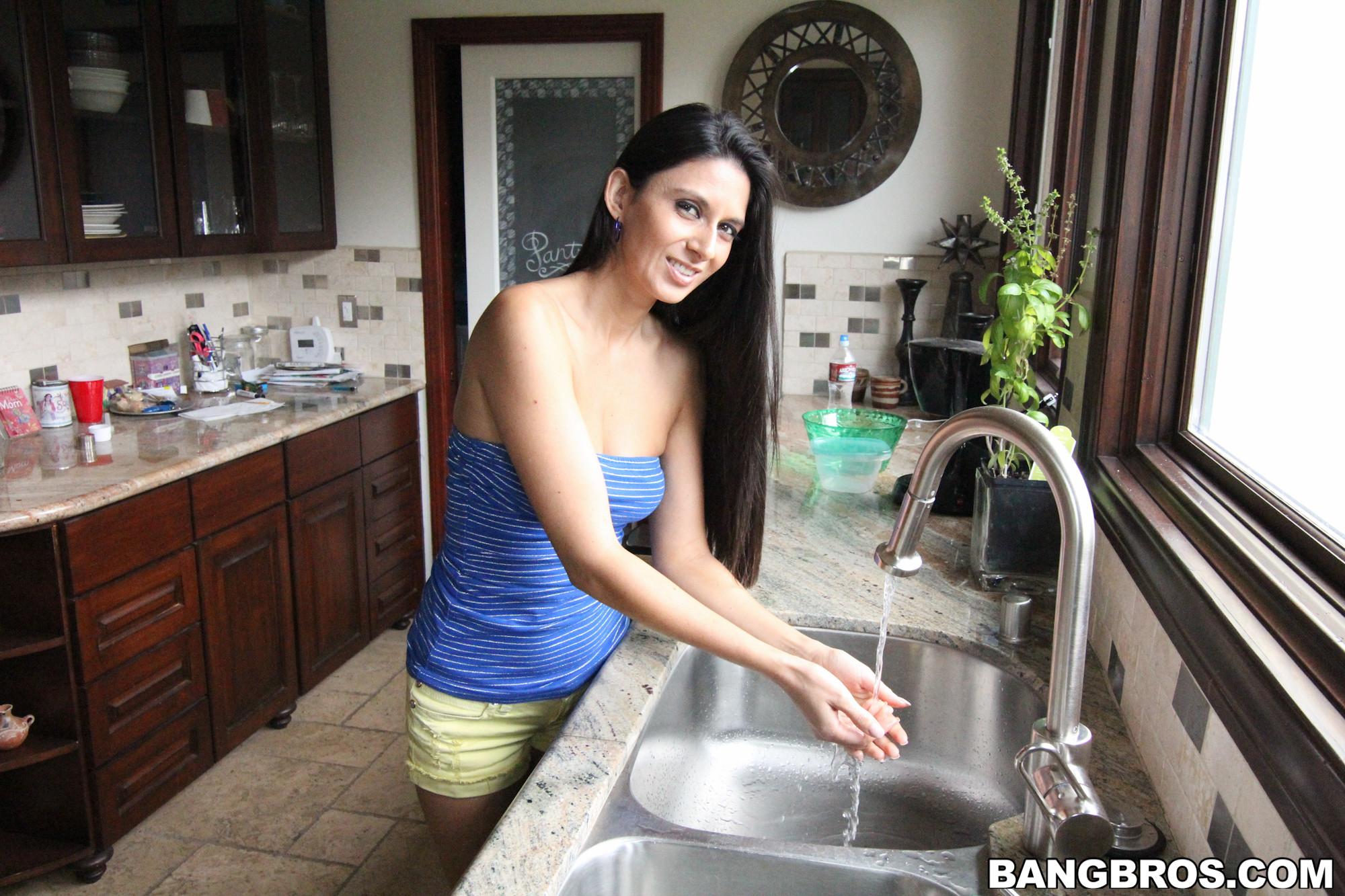 Nikki Daniels - На кухне - Галерея № 3428305
