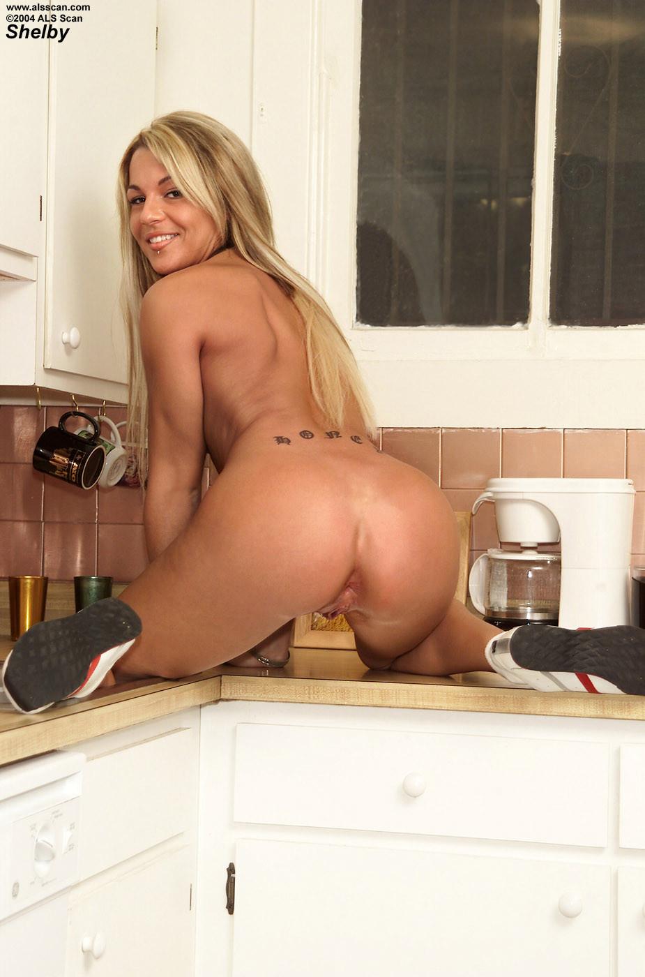 Shelbee Myne - На кухне - Галерея № 2362519
