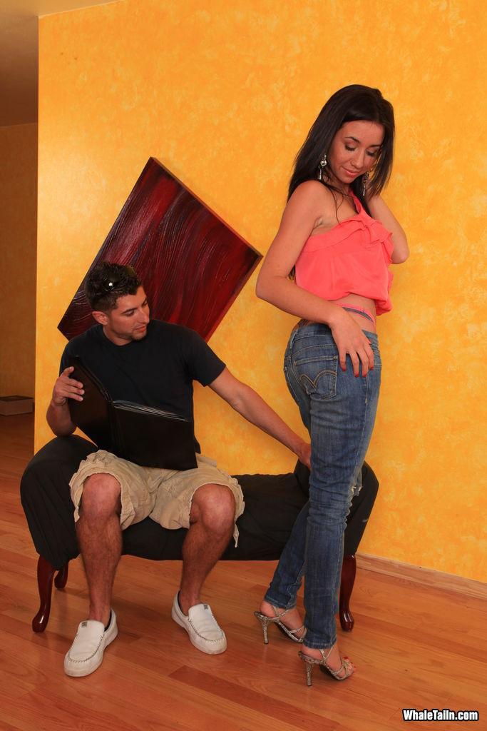 Девушка в джинсах без проблем дала за деньги