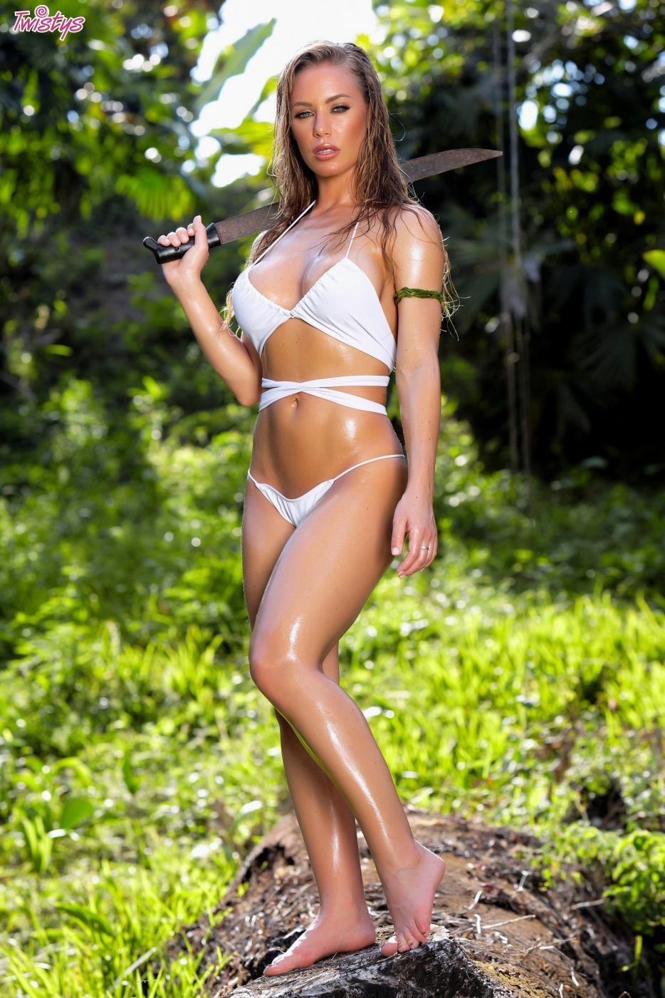 Nicole Aniston в бикини