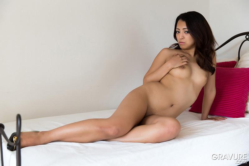 Соло японской брюнетки Ayaka Yuzuki