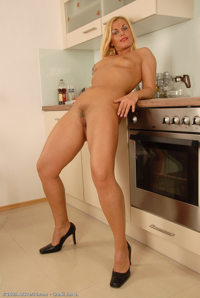 Mature Housewife Lacy F Spreads Her Long Legs After Stripping Naked