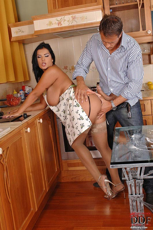 Jasmine Black - На кухне - Галерея № 3085160