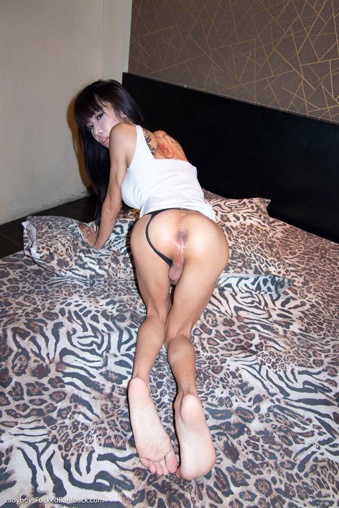 Худой тайский ледибой шпилится в очко