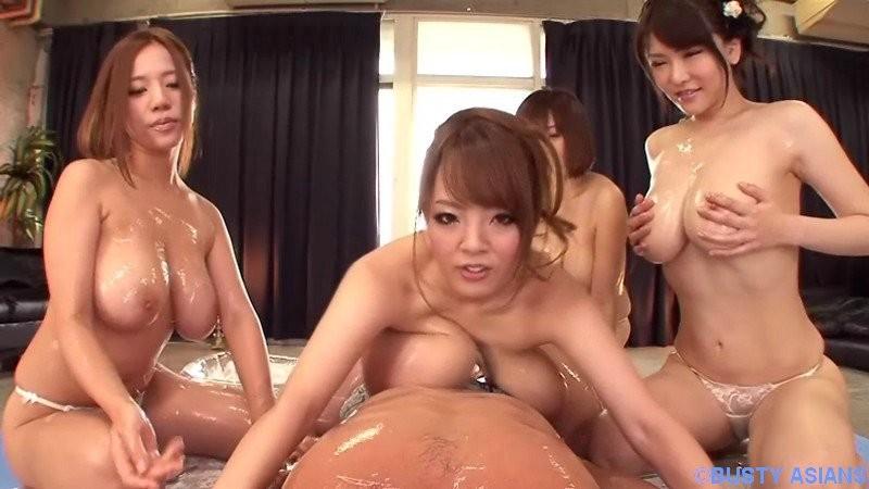 Несколько японок дрочат на массаже мужику