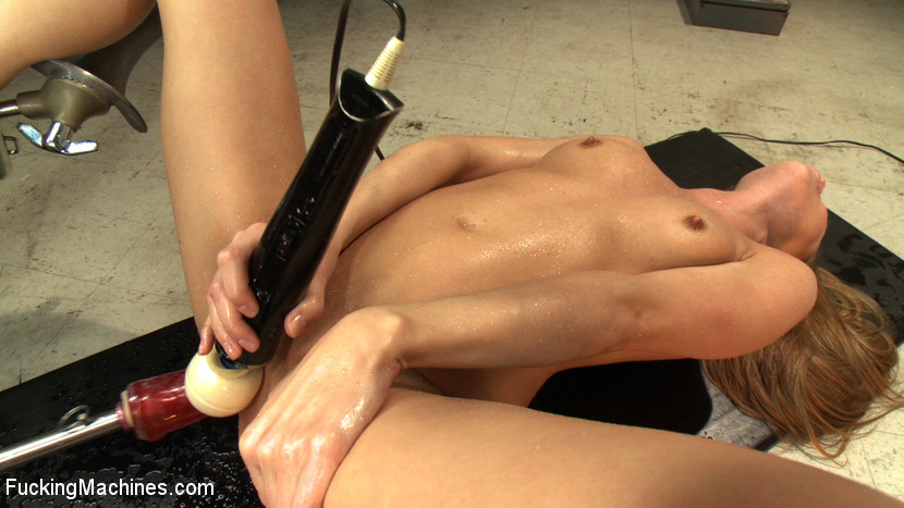 Kat kink gives double penetration a try with the help of twinserter sex machine