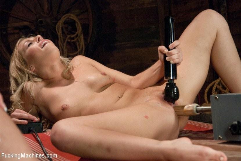 Zoey Monroe, Hailey Holiday - Секс машина - Галерея № 3424998