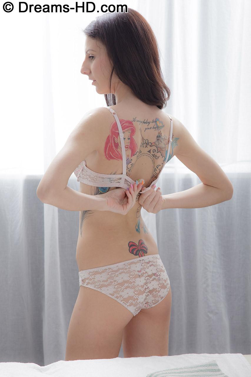 Худая девка с узкой жопой прибалдела на массаже