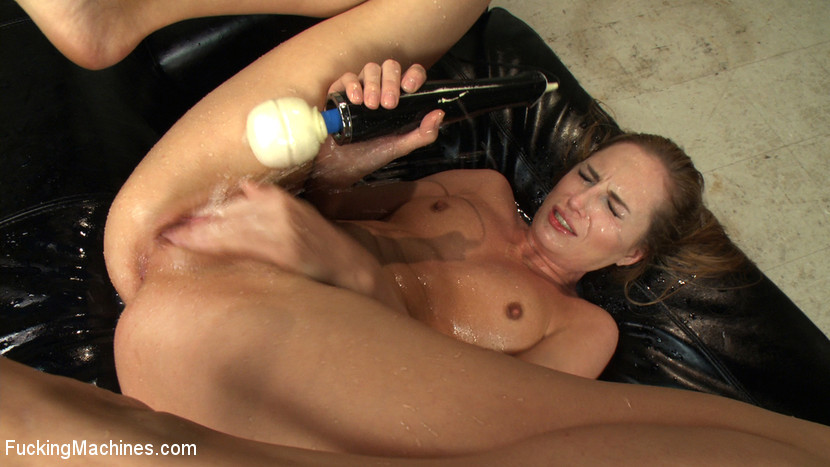 Carissa montgomery and roxy rox fucking machine and squirting all over