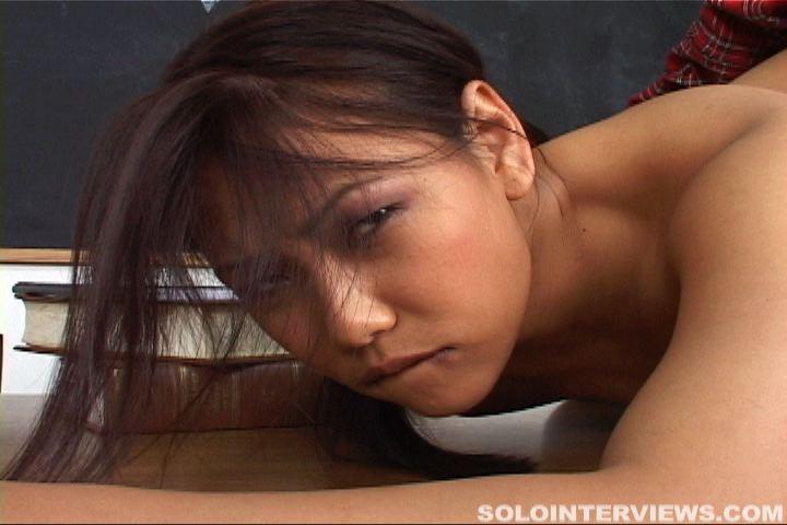Мастурбация молодой азиатской дамы