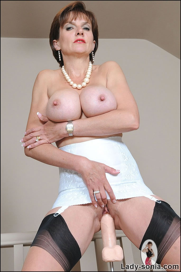 Lady Sonia Naked