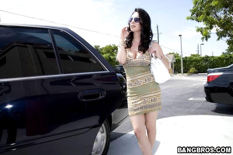 Зрелая женщина изменяет мужу в лимузине с богатым арабом