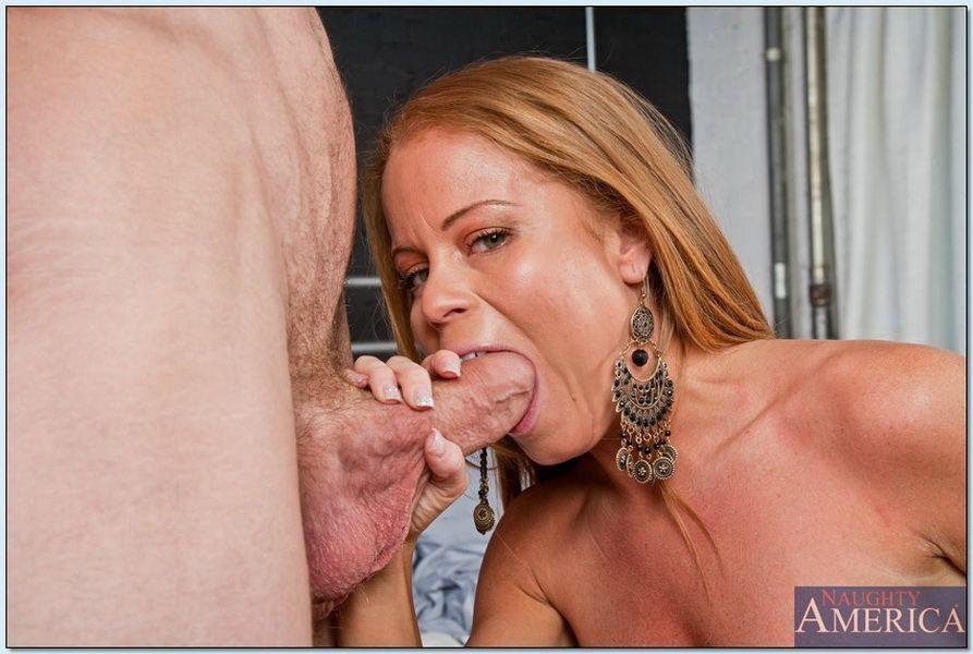 Nikki Delano занимается любовью с могучим хером