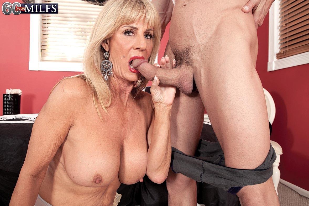 Free Milf Sex Pics, Hot Naked Moms Porn Galery