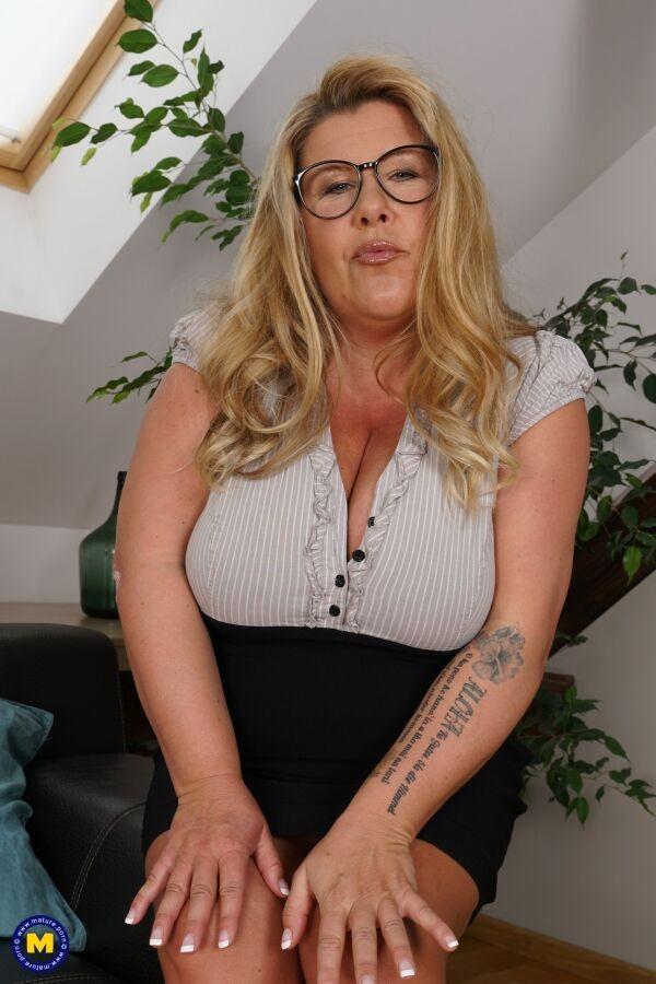 Зрелая женщина - Галерея № 3628149