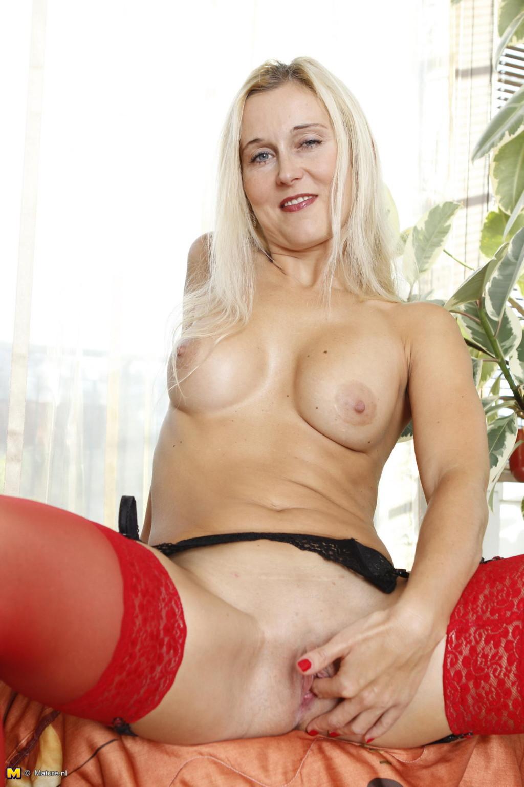 Зрелая женщина - Галерея № 3550404
