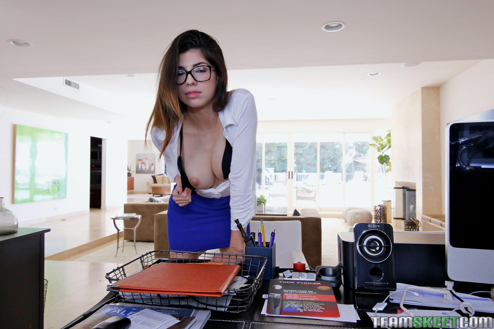 Ava Taylor - В офисе - Галерея № 3627246