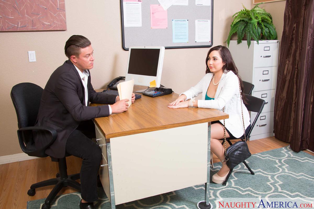 Босс подложил свою секретаршу Karlee Grey под делового партнера