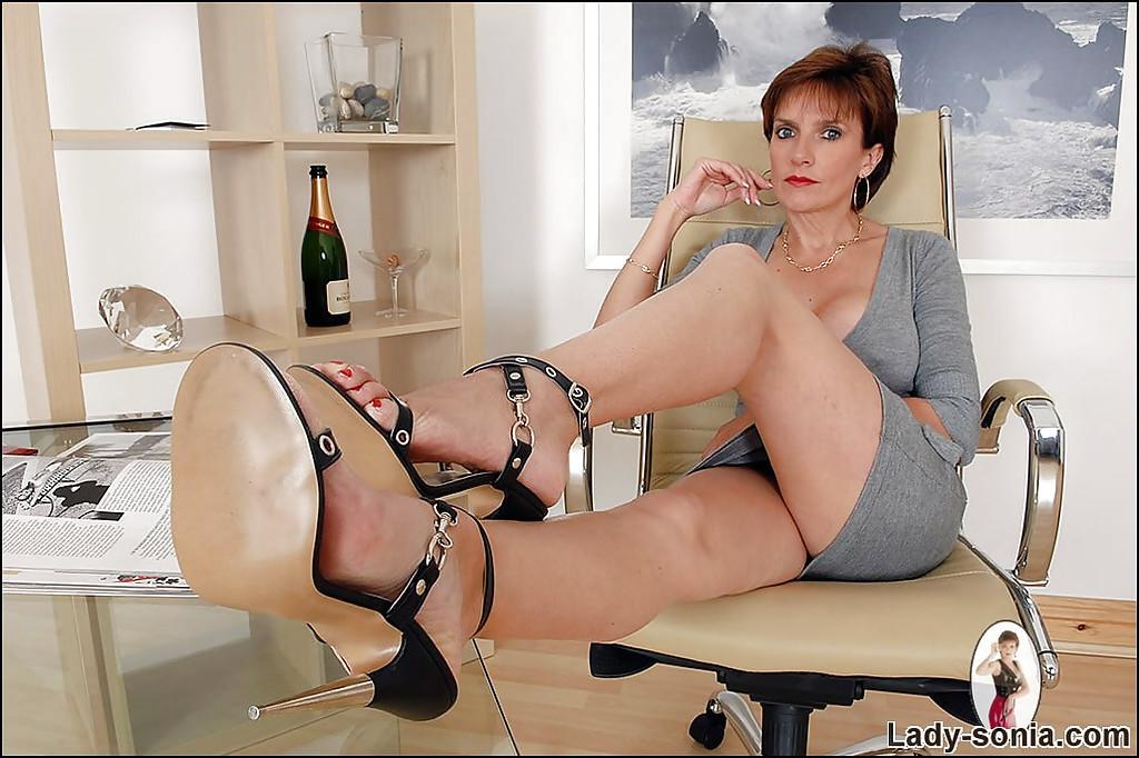 Lady Sonia - В офисе - Галерея № 3577171