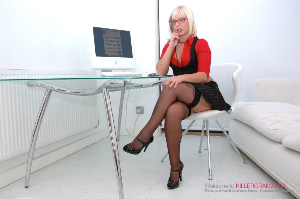Loz Lorrimar - В офисе - Галерея № 2541345
