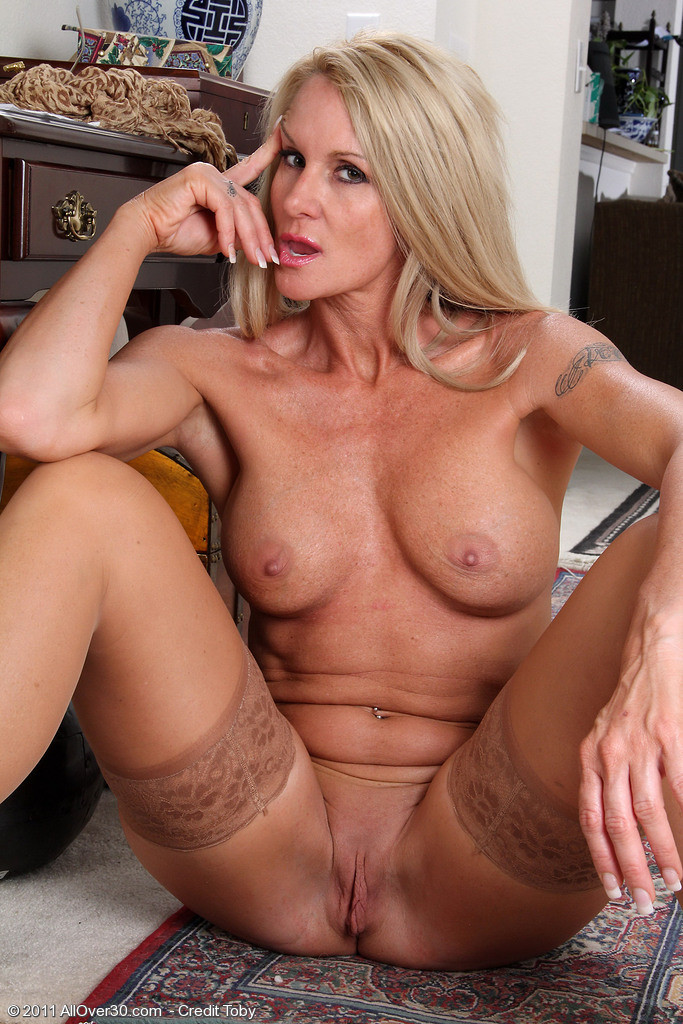 Stunning milf with a spankable ass peels open her soft lickable pussy by anilos