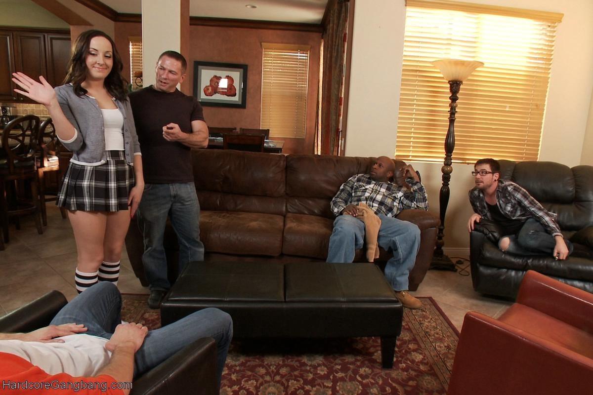 Сама пригласила домой мужчин, чтобы они ее хорошенько дрюкнули