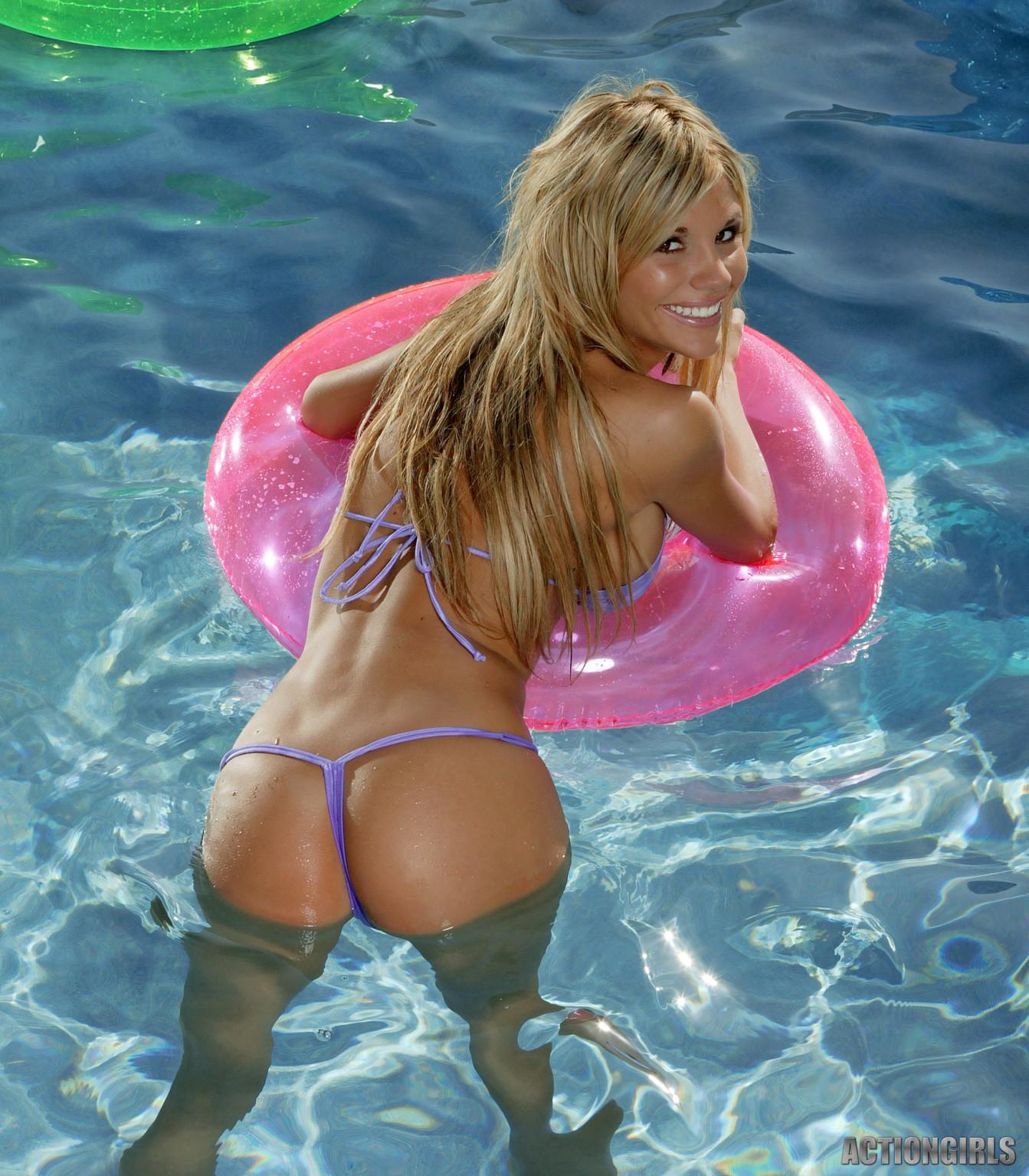 В бассейне - Галерея № 3528609
