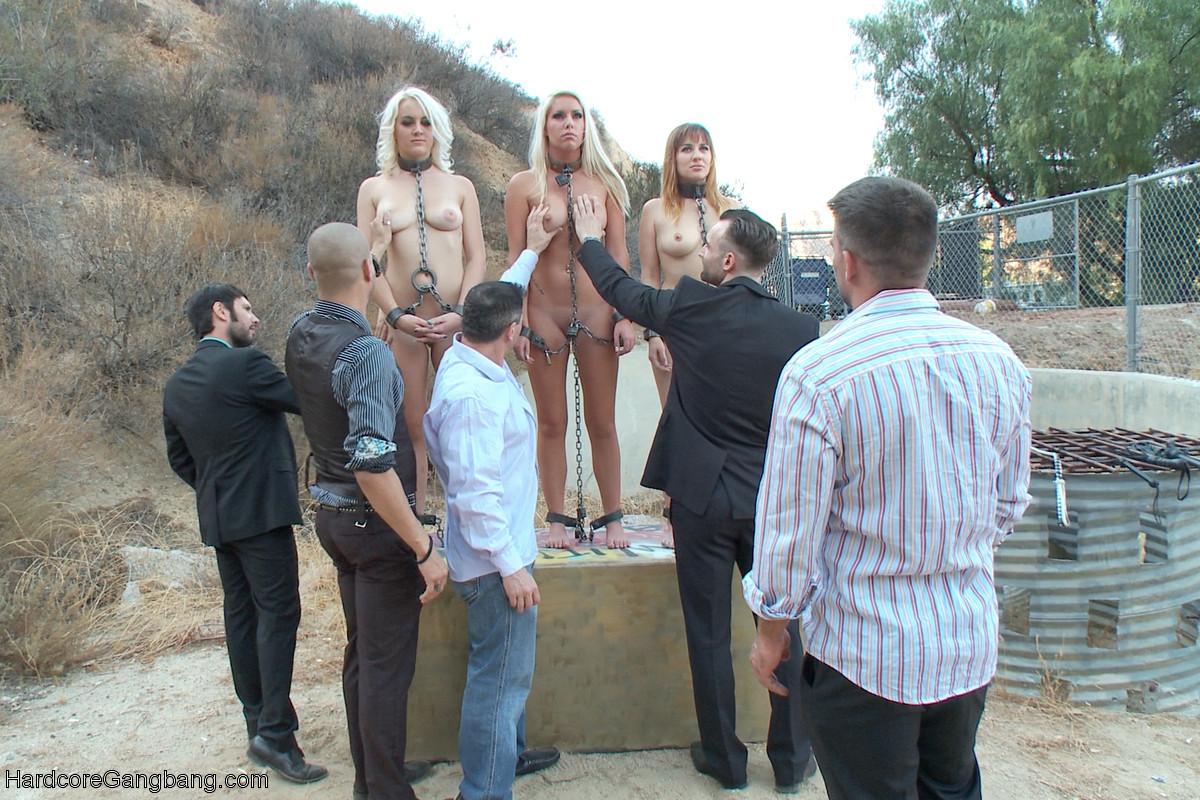 Xander Corvus, Toni Ribas, Alex Legend, Tommy Pistol, John Strong, Marilyn Moore - На улице - Галерея № 3485983